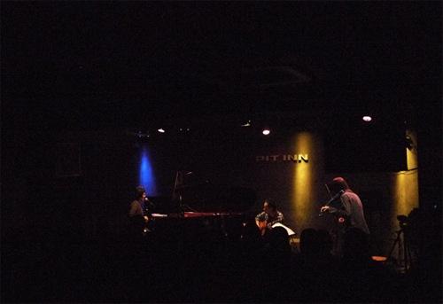 Pere-Furu(鬼怒無月+勝井祐二) featuring 原田郁子 LIVE at 新宿PITINN 2011.02.17