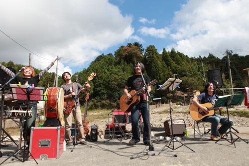 LIVE REPORT 9/28-29 ソウル・フラワー・みちのく旅団 被災地ライヴ・ツアー
