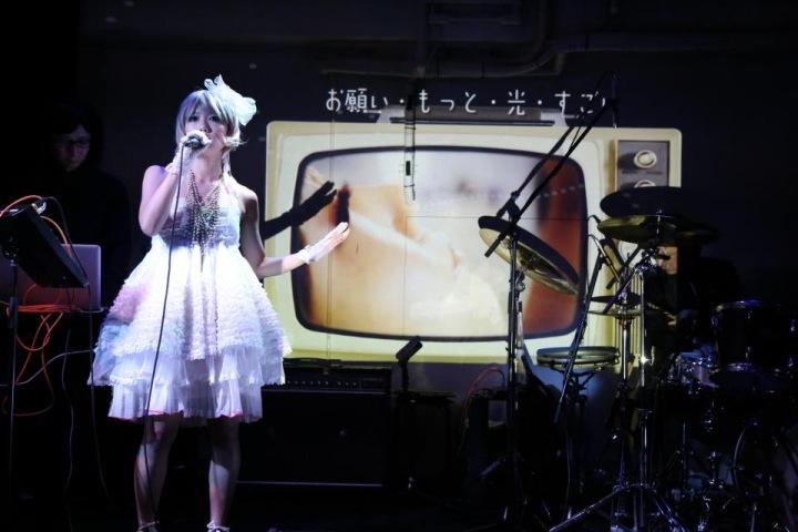 mishmash*Julie Wataiのファースト・アルバム『mishmash*Julie Watai』高音質音源で配信&日本語PV特典有り!