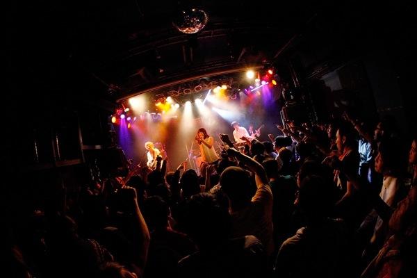 ナカヤマユキコ率いるモルヒネ東京、渾身の楽曲「チェリーガール」をフリー配信&「トウキョウナイト」配信開始