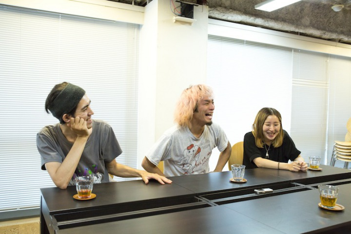 SEBASTIAN X 2ndフル・アルバム『POWER OF NOISE』リリース記念! 楽器隊3人に訊く「永原真夏」とは?