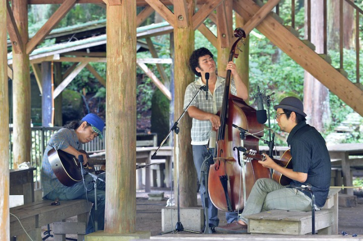 バンバンバザール、森と湖に囲まれたバンガローで録音したDSD音源をリリース!