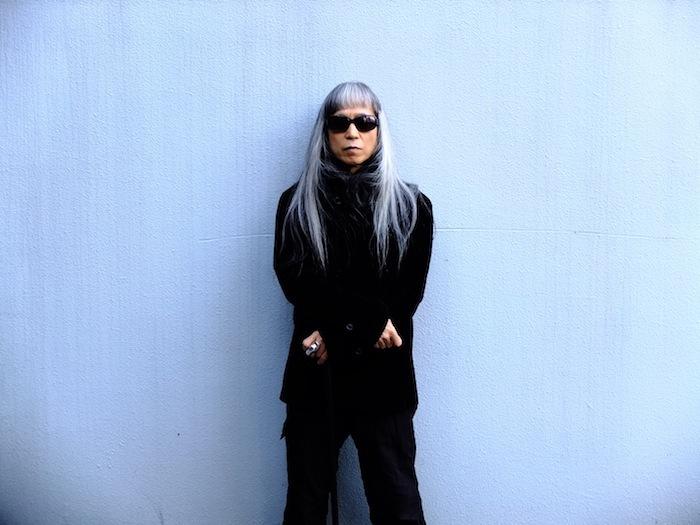 灰野敬二、DJ名義としては初の音源『in the world』を3作同時リリース&インタビュー