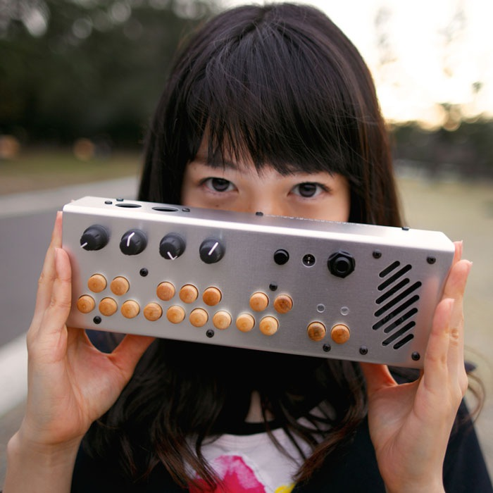 AZUMA HUTOMI、アルバム先行配信シングル「食わずぎらい」をリリース!