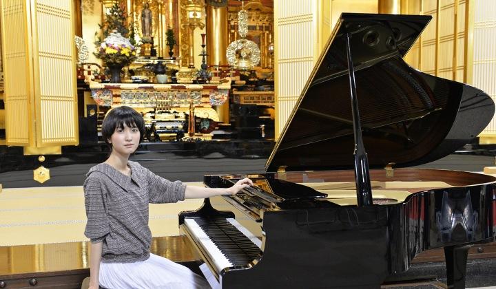 南壽あさ子、金色に輝く築地本願寺でDSDレコーディングに挑戦! 全4曲をOTOTOY独占配信