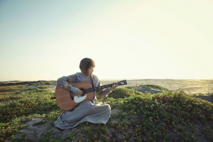 岩崎愛、DSD 11.2MHzで記録したアコギ弾き語り音源をリリース