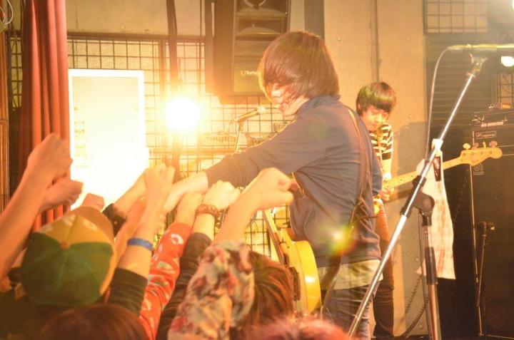 京都のライヴサーキット「いつまでも世界は…」第4回開催記念対談 : 西島衛(ザ・シックスブリッツ) × ゆーきゃん