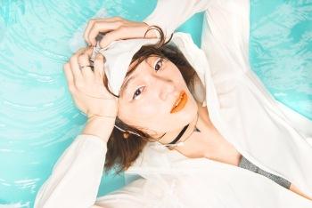 水曜日のカンパネラ、2015年初EPはトライアスロン!! 特集企画その④コムアイへインタヴュー