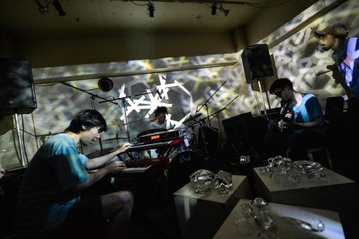 1週間先行配信!! 人力ミニマル・バンド、NETWORKSによるミニ・アルバム
