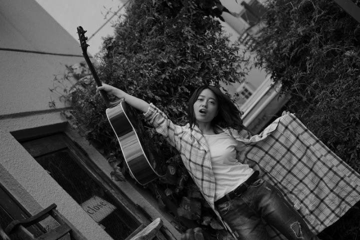 山根万理奈によるニュー・アルバム『愛と妄想、25歳。』をブックレットとともにハイレゾ配信