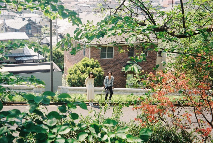 男女ポップ・デュオ、ラッキーオールドサンによる普遍的なメロディときらめきを携えたファースト・アルバム配信