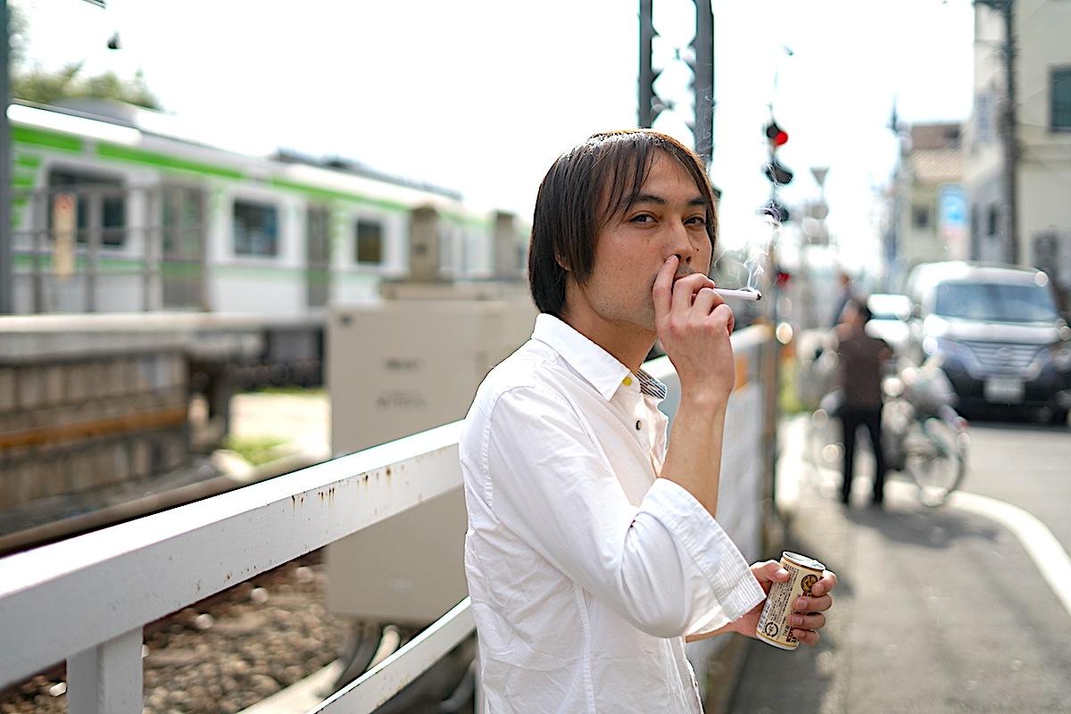 よしむらひらく、その半生に迫るロング・インタヴュー、音楽とタバコしかない男が作る極上のJ-POPとは?