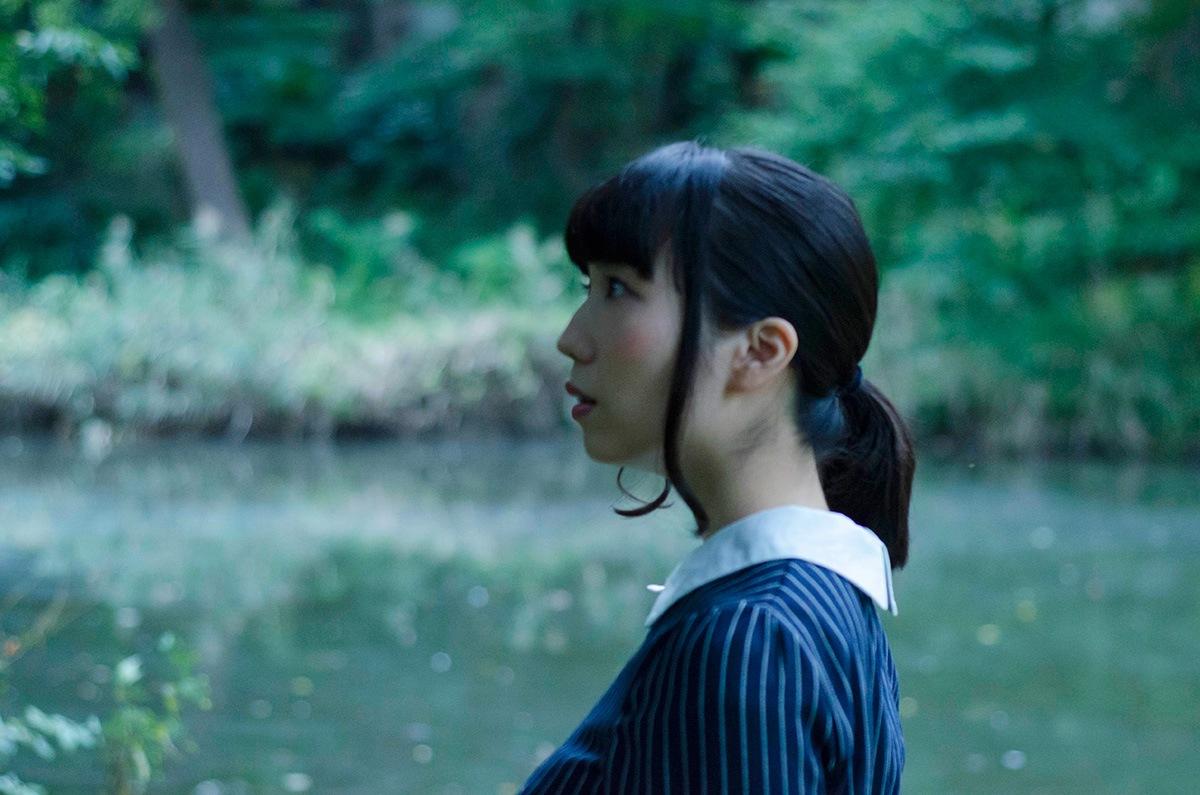 闇ポップを標榜するシンガー・ソングライター しずくだうみ、1stアルバム先行ハイレゾ配信