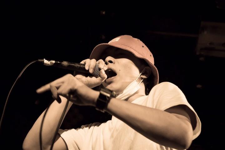 国内最大級MCバトル〈KOK〉の優勝を勝ち取ったラッパー、GADOROが1stアルバムをリリース
