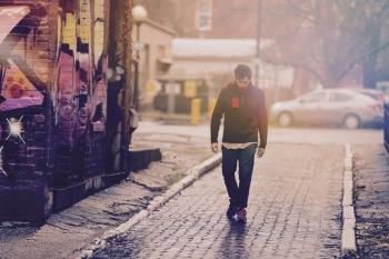 【REVIEW】WHY?が新作をリリース——インディ・ロックとヒップホップのサイケデリックな架け橋