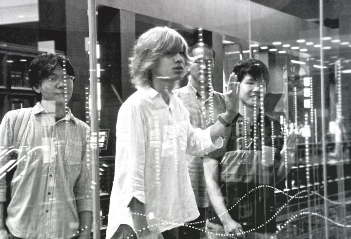 京都発ギリシャラブ、初のフル・アルバム・リリース&インタビュー