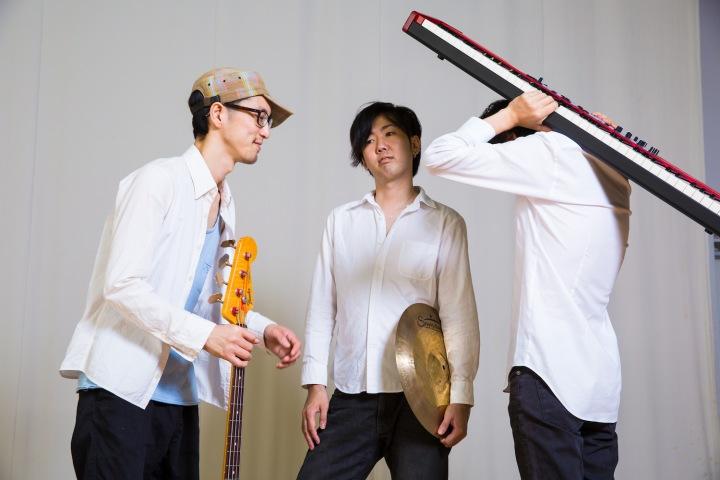 J-Jazzシーンの超新星ーー新世代ポップ・ロック・トリオ、Piano Shiftがkilk recordsよりデビュー