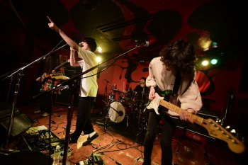 """【ライヴ・レポート】Helsinki Lambda Club × teto2days2マン""""Last Comer""""──1日目の模様をお届け"""