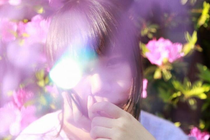 ヒロネちゃん「日常と宇宙」を描くーーピアノ弾き語りからバンド・サウンドまで彼女の魅力を活かした傑作誕生