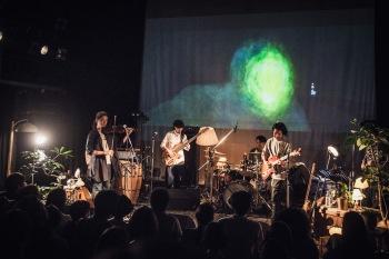 演奏、歌、映像が三位一体となった、Nabowa先行レコ発ライヴ──新アルバム『DRAWINGS』を予約受付開始!