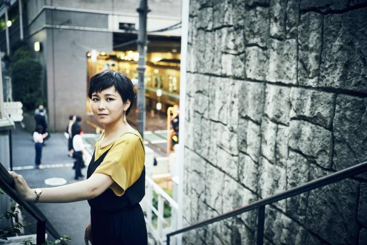 あらゆる周りの環境にビビットに感化された、竹上久美子の最新作配信開始