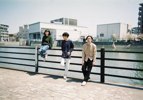 【REVIEW】ルーツを表明し、越える──福岡発のニュー・カマー、よあけの1stアルバムを先行配信&期間限定フリーDLも!