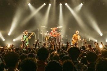 【LIVE REPORT】「また1からやり直して始めますよ」──eastern youth、30周年巡業最終公演@渋谷TSUTAYA O-EAST