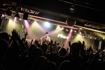 【LIVE REPORT】時代の先端を走るアイコンたち──Mom presents『PLAYGROUND』release party