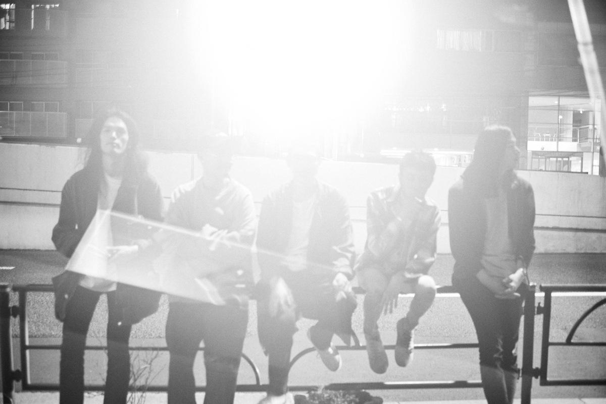 新時代ポップスへの光芒──踊ってばかりの国が新作『光の中に』をリリース