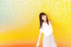 安月名莉子の表現に灯る、確かな光──ニュー・シングルに込められた『彼方のアストラ』とのリンク