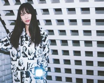 kiki vivi lilyが贈る幸運のお守り──新作ミニ・アルバム『Good Luck Charm』に秘めた遊び心