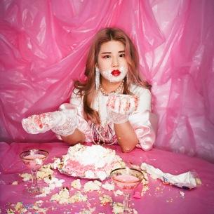 valkneeが30歳の節目を自分で祝福するニューシングル「Sweetie30」をリリース