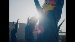 羊文学、インパクト大のキャラクタービジュアルが必見の、新曲「ラッキー」のMVを公開
