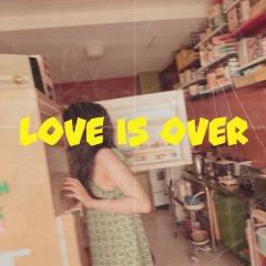 """デジタルに疲れている人へ 里咲りさ、""""ぼんやり""""している「Love is over」MV公開"""