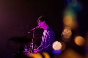 Kan Sano、KEENのYouTube 1周年特番でライヴ&トークを公開