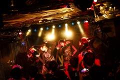 【行かなきゃ ASP-ライヴレポート-】燃え広がる一体感!!!!──〈ASP's on FiRE TOUR〉at 下北沢SHELTER