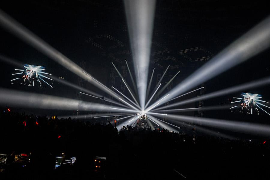 """【ライヴレポート】人生混じり合って、お互いの歴史を生きていきたい──BiSHワンマン・ライヴ〈BiSH SPARKS""""My BiSH Forever"""" EPiSODE 6〉at 大阪城ホール"""