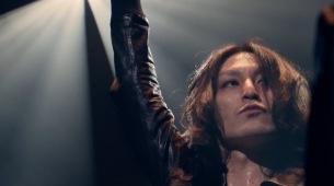 ドレスコーズ 志磨遼平、メジャーデビュー10周年記念ライヴより「ビューティフル」ライヴ映像公開