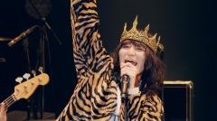 ドレスコーズ 志磨遼平、『ID10+ TOUR』より「ボニーとクライドは今夜も夢中」ライヴ映像公開