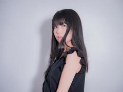 里咲りさ、憧れの推しと共演!ハローキティと一緒に歌った「HELLO KITTY」動画公開