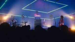 ドミコ、リリース記念ライヴより「猿犬蛙馬」の映像公開
