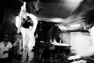 iPhone持参で入場無料! 過激派インスト・バンドのLAGITAGIDAが公開録音&撮影ライヴ