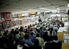 うみのて、大森靖子が、満員のディスクユニオン下北沢店でコラボ——OTOTOY最速レポ