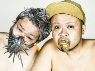 サ上とロ吉、デビュー10周年記念ベスト・アルバムを紅白2枚同時リリース