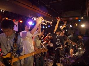 話題のインディー・バンドが集結、注目のカウントダウン・ライヴまとめ