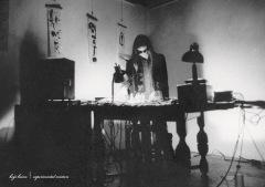 灰野敬二、話題のDJミックス音源『in the world』を携えたレコ発を開催