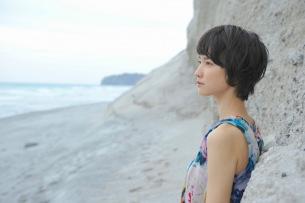 南壽あさ子、TKを迎えた新曲の詳細発表、映像/空間演出を取り入れたワンマン・ツアーも