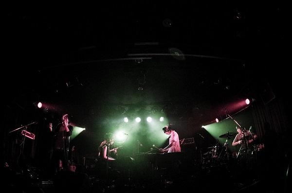 「ヒソミネ×2.5D」コラボ始動で生バンド・サウンド配信開始