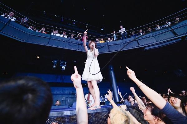 後藤まりこ、SHIBUYA-AXで神々しいほどの全力ライヴ―OTOTOYライヴレポ