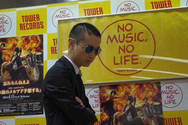 忘れらんねえよ柴田、音楽が突き刺さる本気のインストア・ライヴ――OTOTOY最速レポ